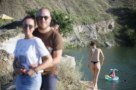 """""""Тот момент, когда попросил кого то сделать фото с твоей камеры. (И да, это я, моя жена, и неизвестная девушка)"""""""
