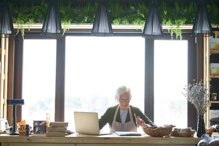 """История 77-летней фотомодели из Челябинска: """"Я разрываюсь между съемками, внуком и огородом"""" Челябинск, Старость, Пенсионер, Фотография, Реклама, Длиннопост"""
