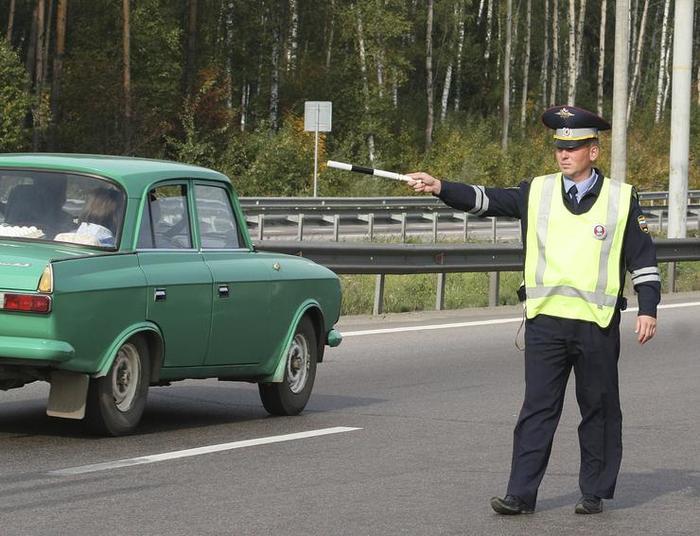 Водителей стали штрафовать за мигание дальним светом Произвол, Штраф, Дорога, Трасса, Гибдд, Безопасность на дорогах, Длиннопост