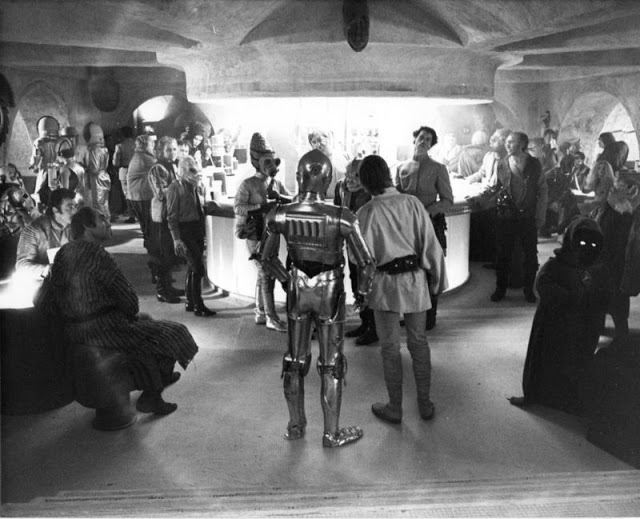 За кадром Звездных войн IV. Съемки сцены в кантинеМос Эйсли. Звездные войны IV, Джордж Лукас, Фильмы, Длиннопост