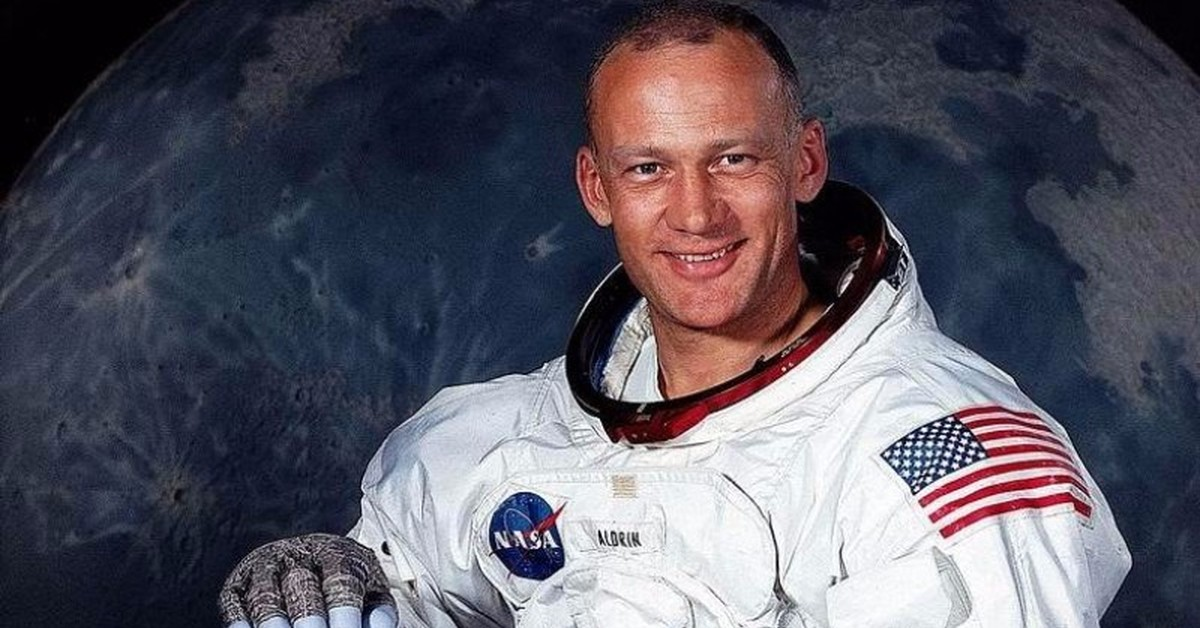 buzz aldrin says he is proud to be an american after - 1500×750