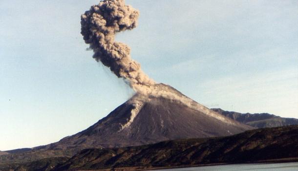 В Японии готовятся к вероятному катастрофическому извержению вулкана Общество, Япония, Вулкан, Извержение, Эвакуация, Стихийное бедствие, Rusnext, Землетрясение