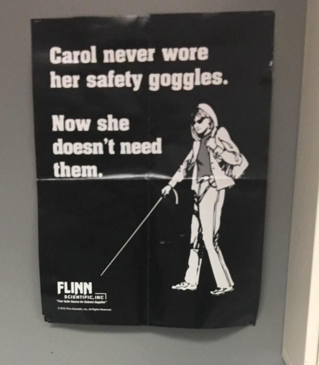 """""""Кэрол никогда не надевала защитные очки. Теперь они ей не нужны"""""""