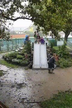 С горки вместе кувыркаясь))