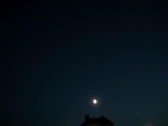 Всем доброй ночи Небо, Телефон
