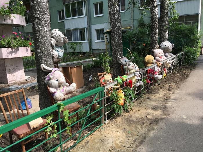 Тем временем во дворе... Томск, Фотография, Картинки, Трэш, Алтарь, Длиннопост