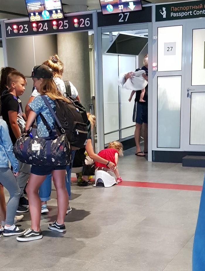 В Пулково на паспортном контроле Яжмать, Ониждети, Туалетный юмор, Аэропорт