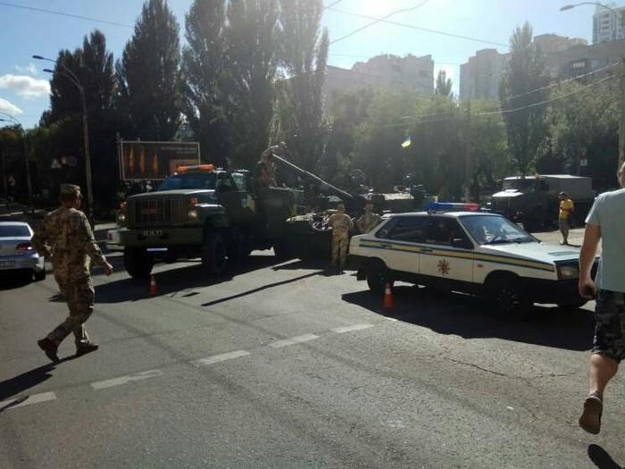 Танк попал в ДТП в центре Киева Танки, ДТП, Парад