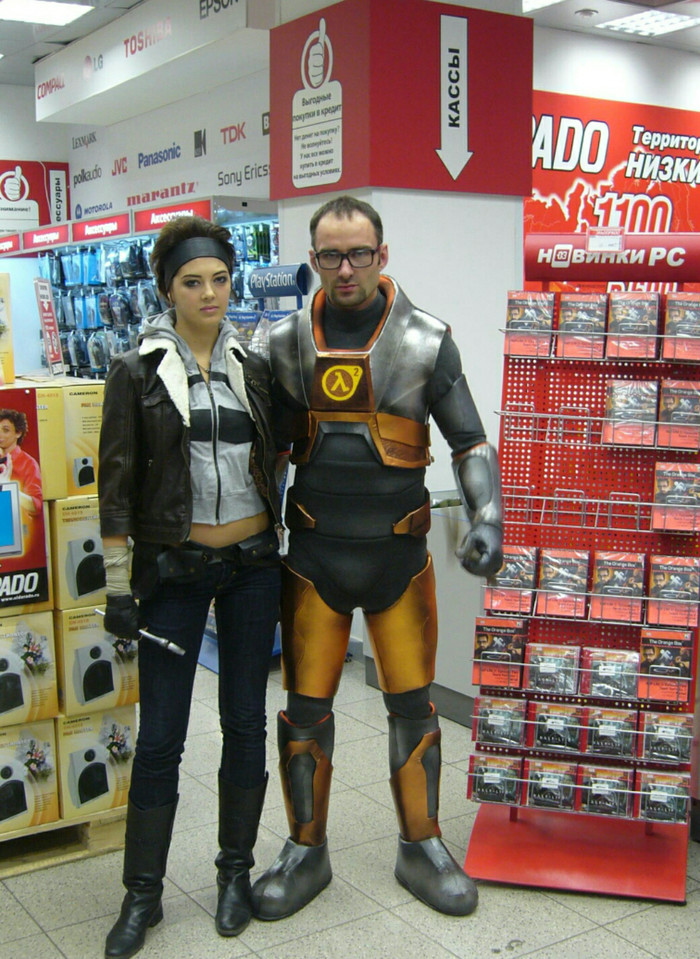 День релиза Half-Life 2: Episode Two в магазине Эльдорадо. 2007 год.