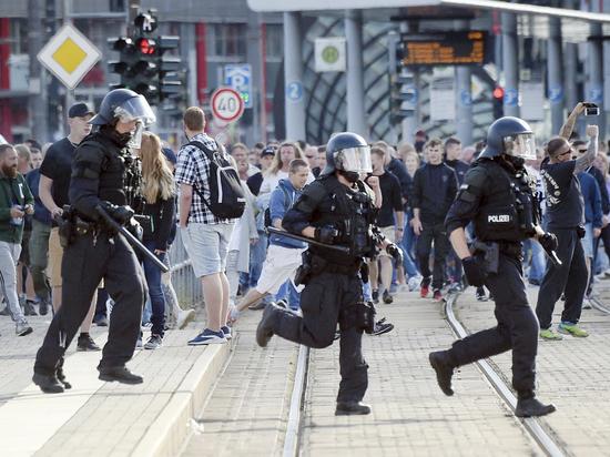 В Германии начались погромы мигрантов после совершенного арабами убийства немца Новости, Германия, Хемниц, Погром, Мигранты, Длиннопост, Негатив