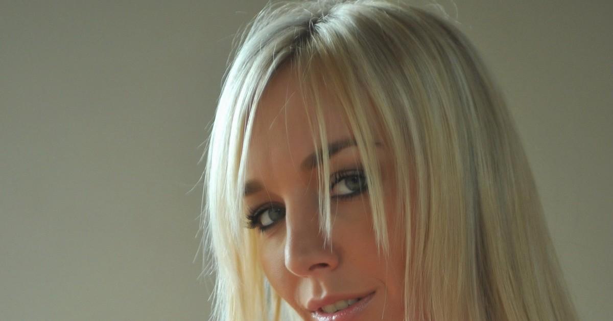 фото красивых девушек блондинок в офисе сиськи