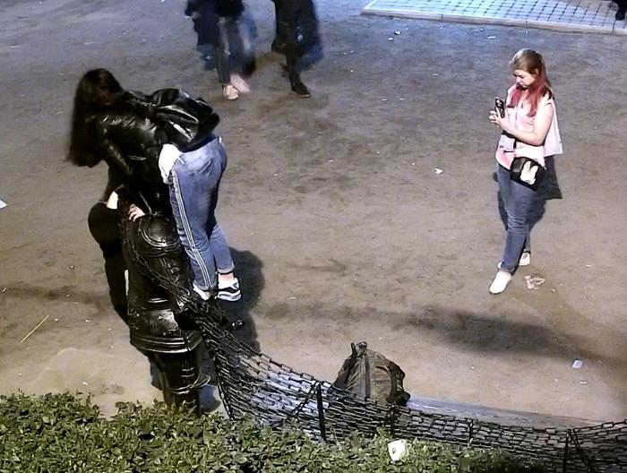 Порно девочка мастурбирует а подруга снимает на камеру