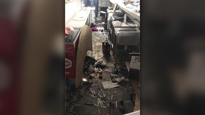 Ущерб два миллиона. В Крыму школьники разгромили лопатами ночной клуб Дети, Погром, Крым, Кафе, Длиннопост