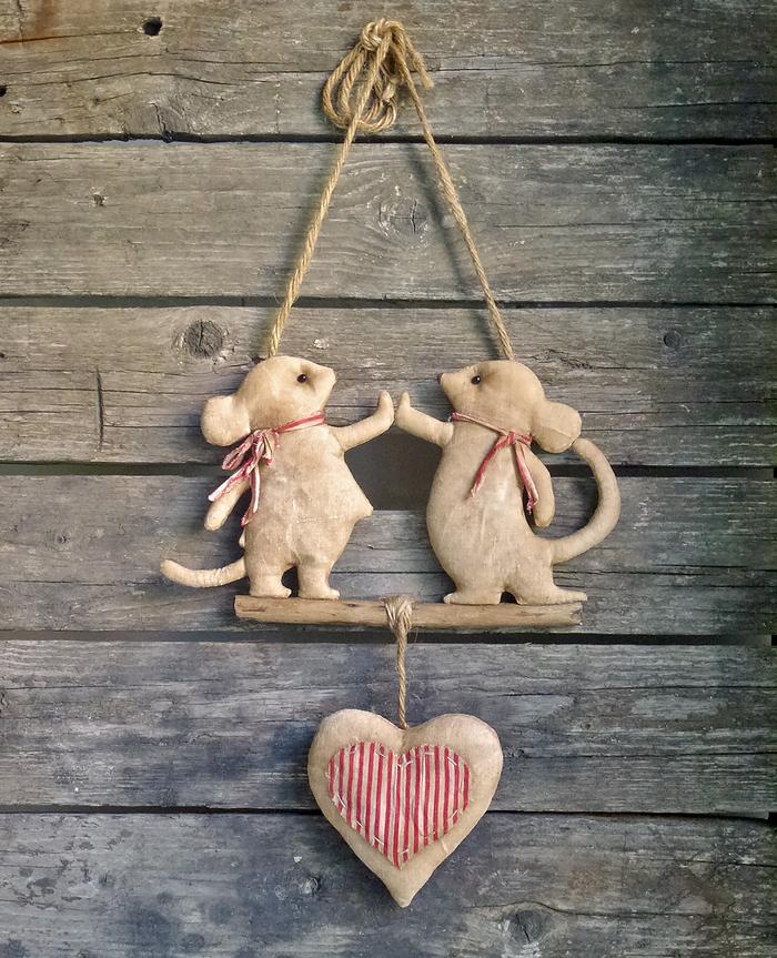 Кот из дома - мыши в пляс. Вот такие мыши у меня получились. Ткань, кофе, корица, потанцуем?