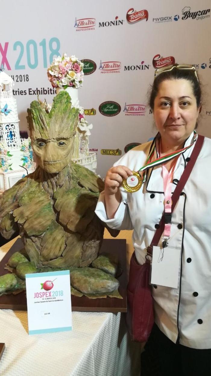 Моя мама выиграла конкурс тортов. Очень горжусь! ©