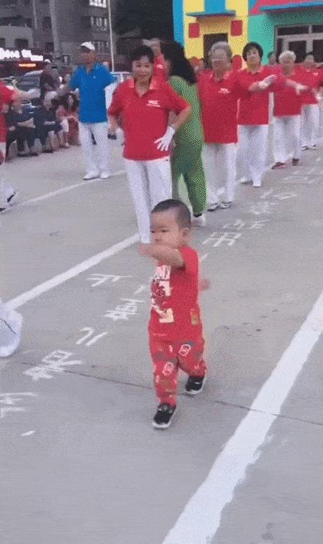 Северокорейский диктатор контролирует военный парад