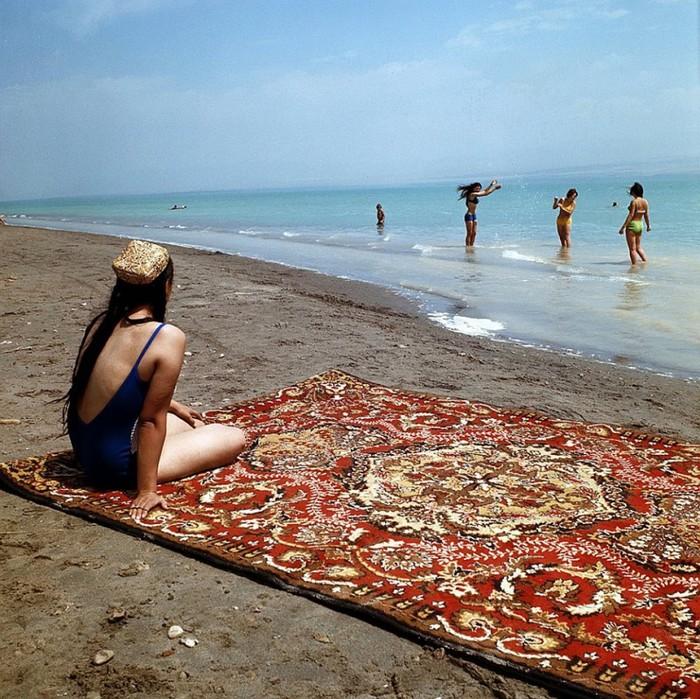 Отдыхающие на пляже Таджикского моря. (до 2016 года Кайраккумское водохранилище) СССР, 1975 год.