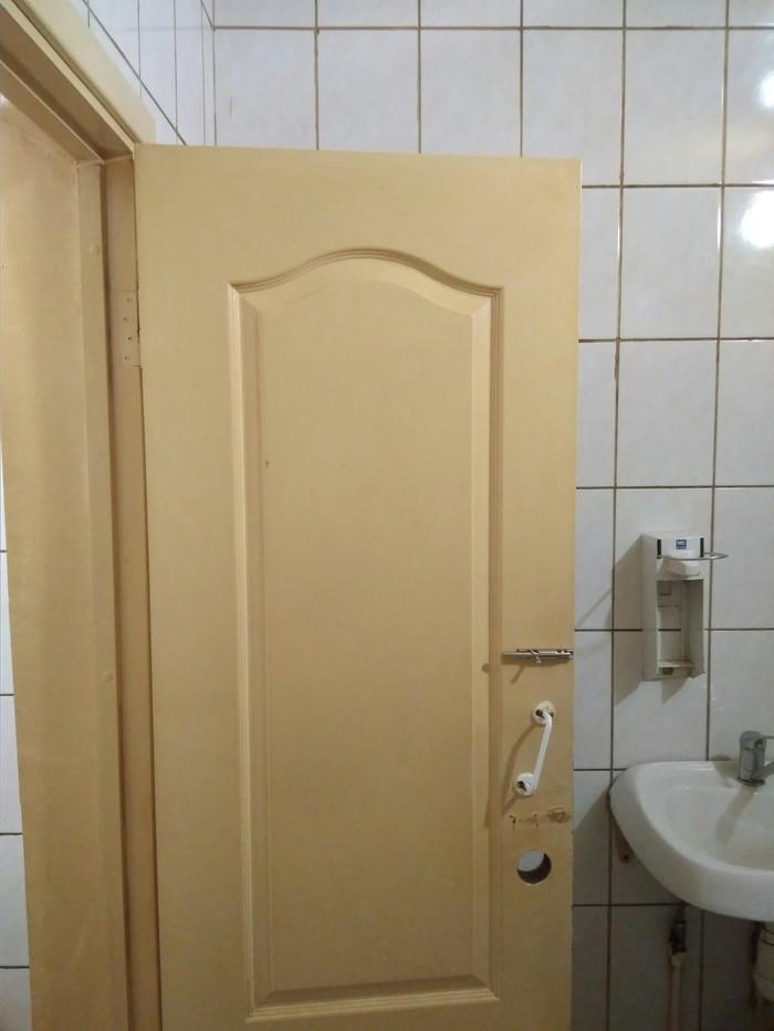 Снимают порно жженый туалет секс блондинка татуировкой