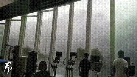 Тайфун - это не повод пропускать занятие в тренажёрном зале