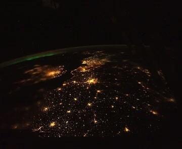 Фото с МКС Фотография, МКС, Красота, Северное сияние, Ночные огни