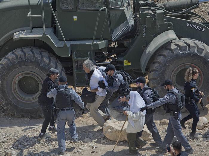 В Израиле задержали профессора из США, который хотел помешать снести арабскую деревню Израиль, США, Новости, Протест, Хан аль-Ахмар, Политика