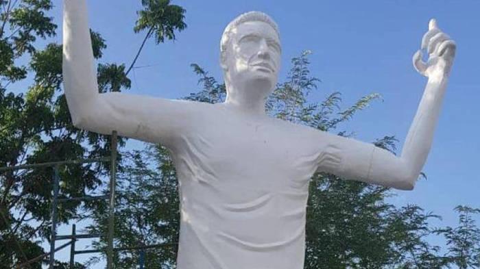 В Колумбии установили статую Фалькао Футбол, Fail, Памятник
