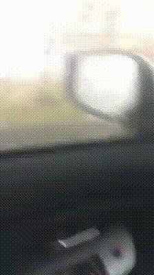 Во время торнадо лучше прислушаться к предупреждениям и не ехать на машине