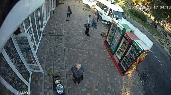Нигде нельзя чувствовать себя в безопасности #4 ДТП, Украина, Безопасность, Тротуар, Пешеход, Газель, Гифка, Видео