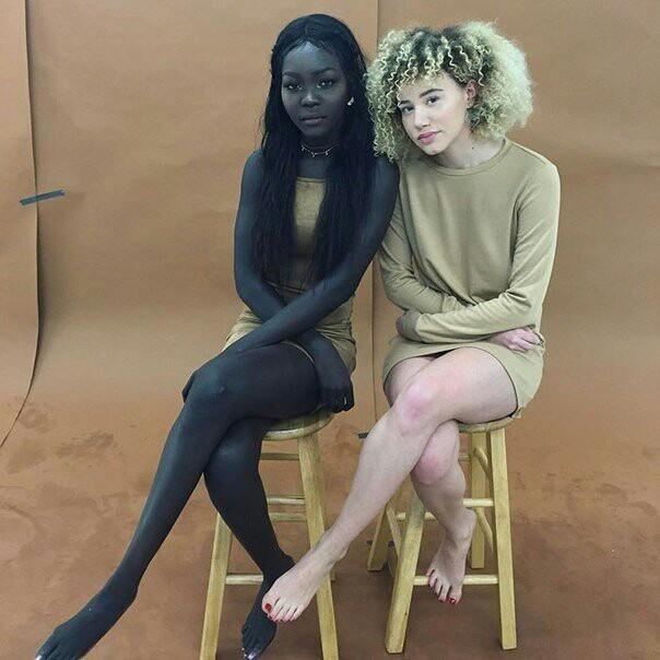 Две девушки с африканского континента