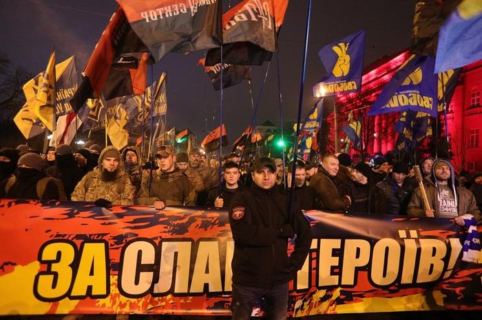 Украинские националисты захватили православный храм и избили прихожан Украина, Правый Сектор, Националисты, УПЦ, Избиение, Политика, Негатив