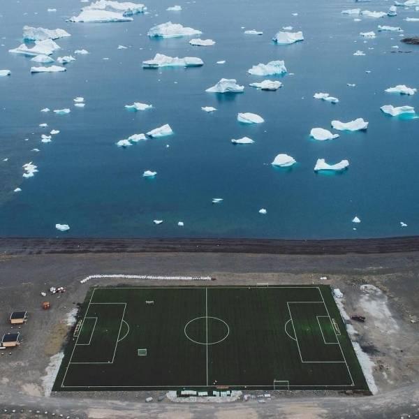 Северное ледовитое футбольное поле