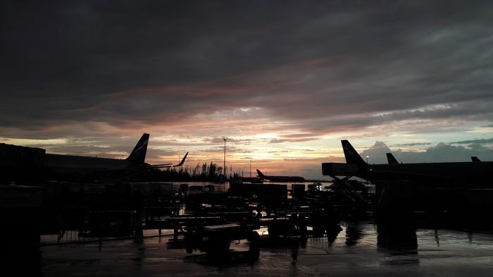 Аэропорт Шереметьево, заход солнца Аэропорт, Закат, Перрон, Фотография