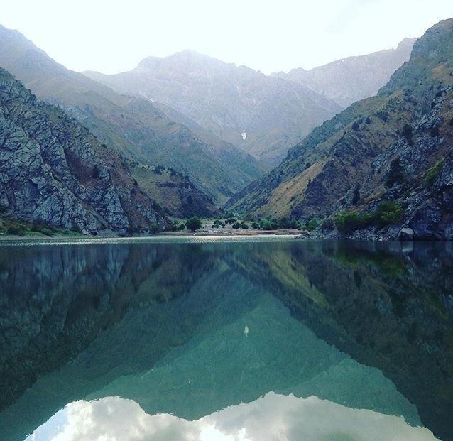 Изумрудное озеро в горах Узбекистана Узбекистан, Природа, Горы, Озеро, Урунгач
