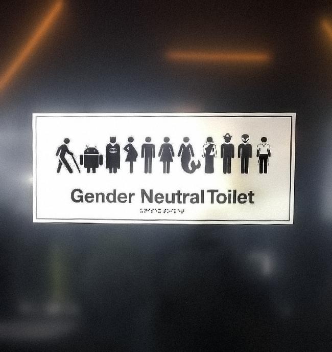 Туалет в офисе теперь для всех. Совсем всех