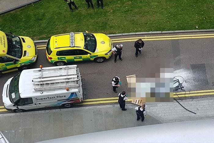 В Лондоне прохожего убило стеклом, выпавшим с 27-го этажа Жесть, Пункт назначения, Лондон, Без рейтинга, Гифка