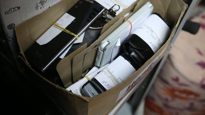 Задержан следователь за кражу телефонов у полицейского, который их тоже украл Кража, Мобильные телефоны, Украл, Полиция, Следственный комитет, Новости