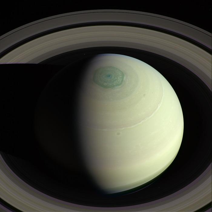 Визитная карточка Сатурна - шестиугольный ураган на северном полюсе. Сатурн, Ураган, Космос, Длиннопост