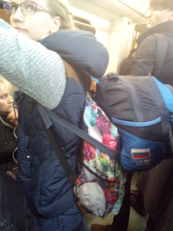 Двойное зло Общественный транспорт, Рюкзак