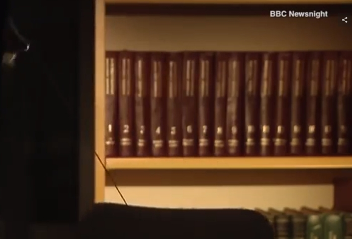Неужели Сигал до сих пор пользуется советской энциклопедией? Стивен Сигал, Большая Советская Энциклопедия, Книги, Библиотека, Длиннопост