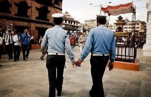 Ну а что, у нас тоже некоторые мужчины приветствуют друг друга, целуя в щеку. Традиции, Длиннопост, Непал