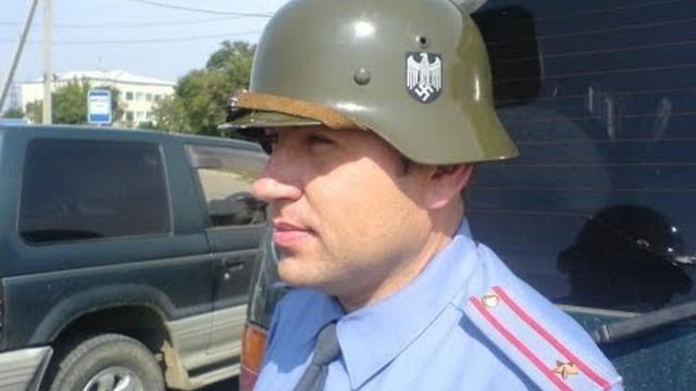 Антифашиста из Владивостока оштрафовали за фотографию полицейского в каске со свастикой. Свастика, Полиция, Штраф, Антифашизм, Беспредел, Длиннопост