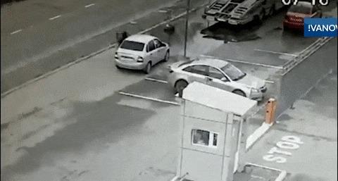 Не стоит парковаться в слепой зоне автовоза Авария, Парковка, Гифка