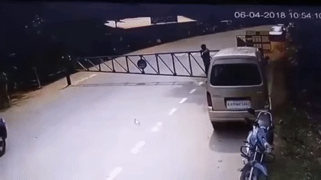 Встал на защиту машины