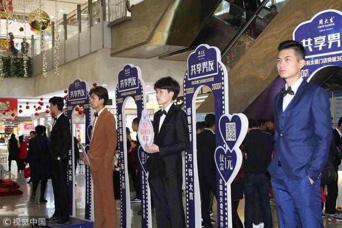 В китайских ТЦ предлагают парниш напрокат для комфортного шопинга Китай, Шопинг, Мужчина, Фотография, Длиннопост