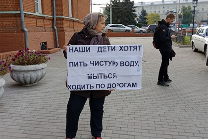 В Омске многодетной женщине полицейские сломали грудину из-за одиночного пикета Омск, Мэрия, Беспредел, Не хотят работать, Бардак, Негатив