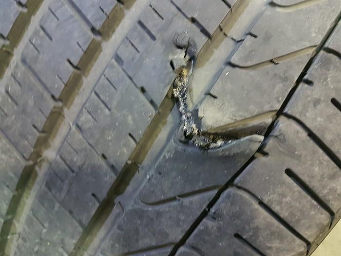 Что то колесо спустило. Российские дороги, Шиномонтаж, Повезло, Длиннопост