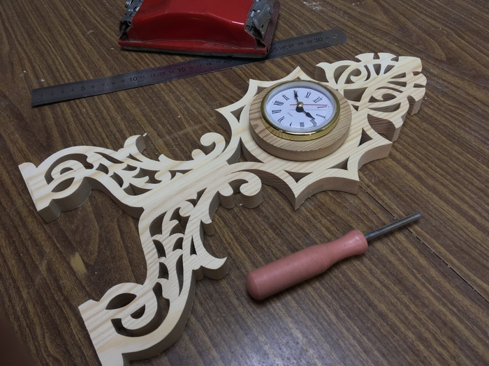 Настольные часы из сосны Лобзик, Выпиливание, Сосна, Часы, Своими руками, Работа с деревом, Ручная работа, Видео, Длиннопост