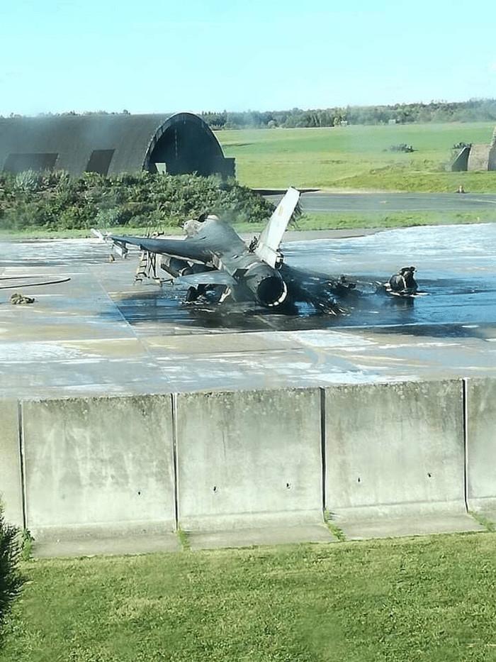 Когда всю жизнь мечтал пострелять из пушки F-16.... Авиация, Самолет, Бельгия, Техника, Армия, Рукожоп, f-16, Длиннопост