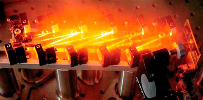 Нобелевская премия по физике 2018 – за «оптические пинцеты» и новаторский метод усиления лазерного луча Нобелевская премия, Физика, Свет, Лазер, Длиннопост