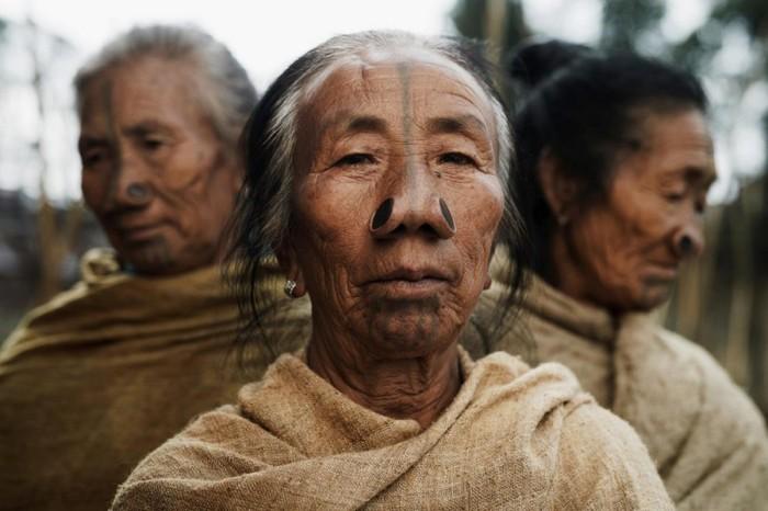 Последние в своем роде: уникальные фотографии редких и вымирающих экзотических племен Народ, Интересно узнать, Много букв, Фотография, Длиннопост